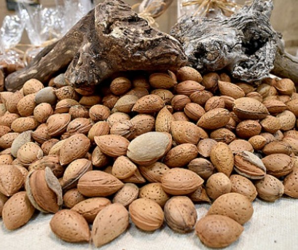 Ilustrasi Kacang Almond. Foto: Getty Images.